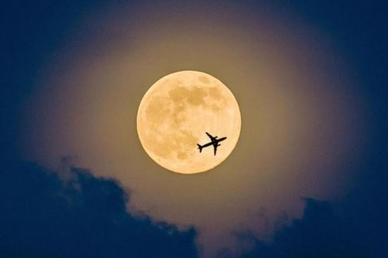 """年度最大最圆""""超级月亮""""亮相图片"""