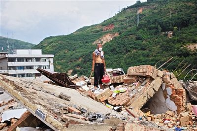 云南鲁甸地震倒塌房屋至少80%是土坯房(图)