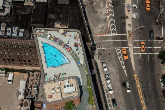 纽约的奢侈:富人的屋顶泳池