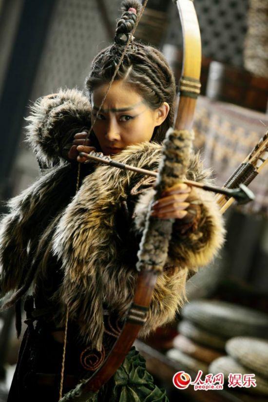 林鹏二度演成龙电影女一号 西域打女挑战自我图片