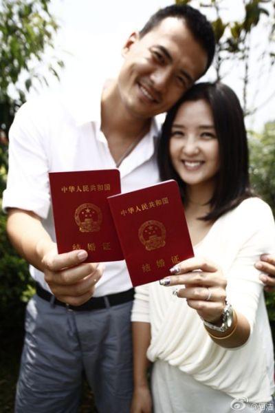 娱乐圈流行晒结婚证:何洁赫子铭最灿烂 大S汪小菲最土
