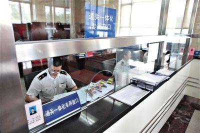 7月1日,北京,京津冀海关区域通关一体化正式启动,三地企业任何空运、海运港口进出境,均可自由选择申报、纳税、放行地点。图/CFP
