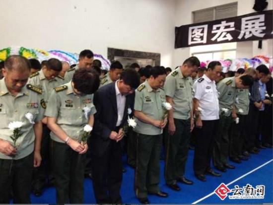 谢樵追悼会举行 数百名边防战士和市民到场送英雄最后一程