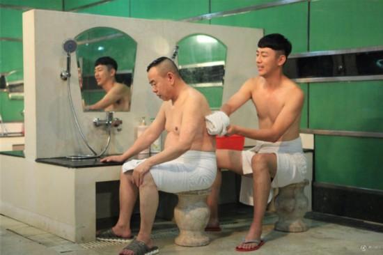 相甜美的日本美女高清大胆露阴裸照_潘长江与男主播半裸照 网友:潘大叔,别着凉