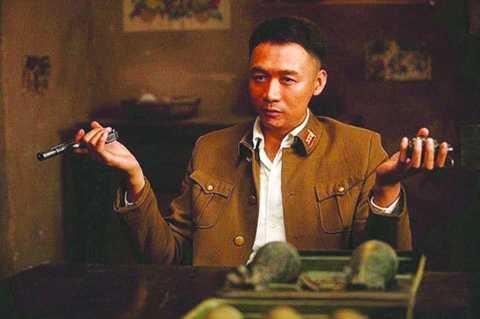 高虎在喜剧《民兵葛二蛋》中饰演男配角麦子。
