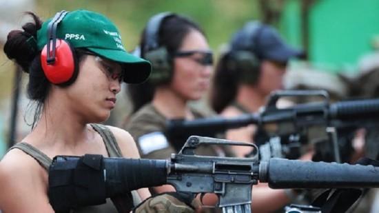中国军迷组团境外打靶 有退役特种兵亿万富翁