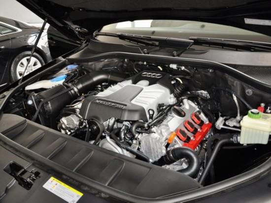 奥迪(进口)  35 TFSI quattro 发动机主体特写