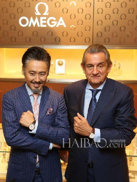 吴秀波与欧米茄全球总裁欧科华先生于Omega旗舰店展示Omega腕表卓尔不凡的外观设计