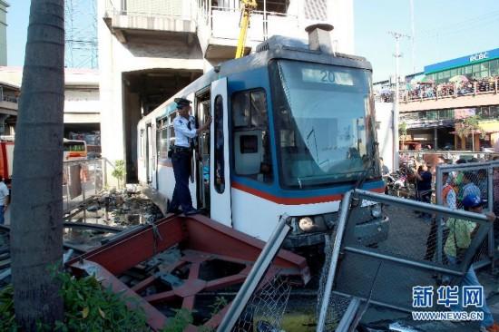 菲律宾城铁脱轨致多人受伤 入站时制动失灵