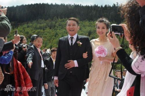 称湖南卫视《快乐大本营》的主持人吴昕和李维嘉已经秘密结婚,微博中图片