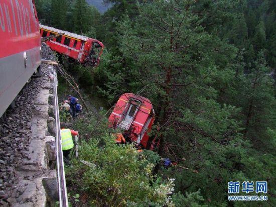 瑞士东部发生列车脱轨事故