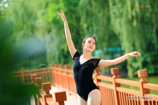 水边邂逅女孩芭蕾心弦:每一跳都撩动网友(图)图日本美女性感图片