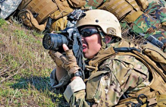 """原标题:揭秘美军能作战的""""格斗相机""""小组"""