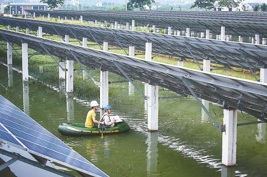 江苏常熟现渔光互补光伏电站 边发电边养殖