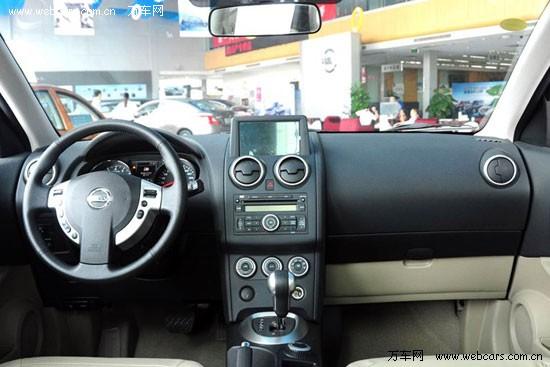 【日产逍客内饰】   编辑点评:   安全性是逍客值得称赞的地方,通过加强车身设计,全系标配4气囊+2气帘和ABS+EBD+BA防抱死制动系统共同努力,逍客的原型车Qashqai获得了欧洲NCAP历史上安全碰撞测试最高的成年乘员保护成绩36.83分,荣获五星级评价。在顶级配置的车型上,还配置有VDC车辆动态控制系统,这极大地增加了逍客的竞争筹码。