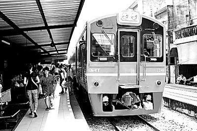 """泰国铁路开启""""高铁梦"""" 欲8年建8条复线铁路"""