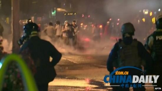 150名密苏里示威者无视宵禁 警方发烟雾弹驱散