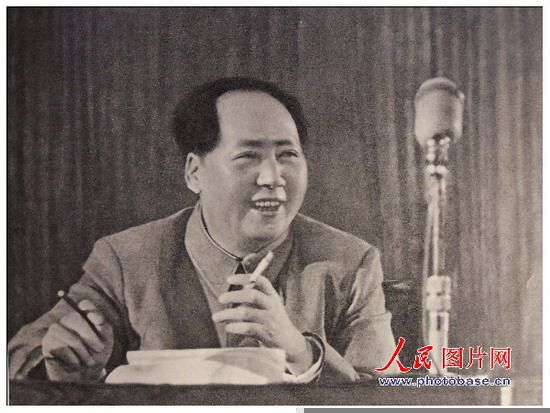 毛主席的光辉歌词歌谱-珍贵组图 毛泽东一生中10张经典微笑照片