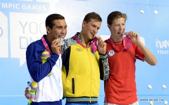 Gold medalist Mykhailo Romanchuk of Ukraine(C), silver medalist Maecelo Alberto Acosta of El Salvador(L) and bronze medalist Henrik Christiansen of Norway pose on the podium during the awarding ceremony of Men's 400m Freestyle of Nanjing 2014 Youth Olympic Games