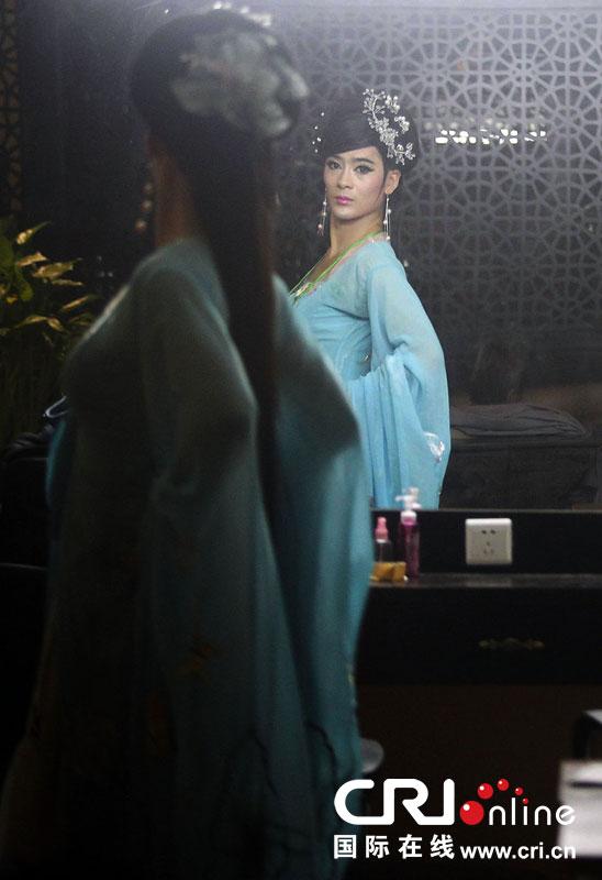 男子反串女孩舞蹈表演9年 在郑州买房娶妻【4