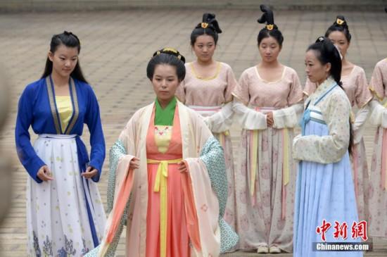 在山西太原文庙身着汉服图片