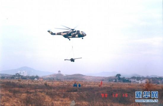 直8型直升机吊挂滑膛炮试飞成功