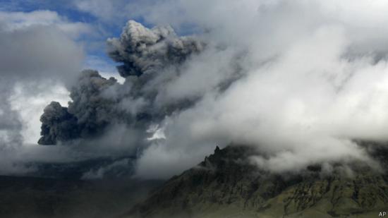 冰岛发布橙色航空预警 火山大爆发危险加剧