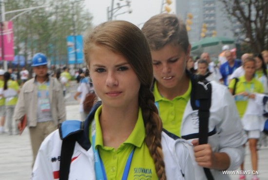 Photos of athletes and coashes taken on August 19, 2014 show how fashionable they are in Youth Olympic Village of Nanjing 2014 Youth Olympic Games which kicked off on August 16, 2014 in Nanjing, east China's Jiangsu Province.