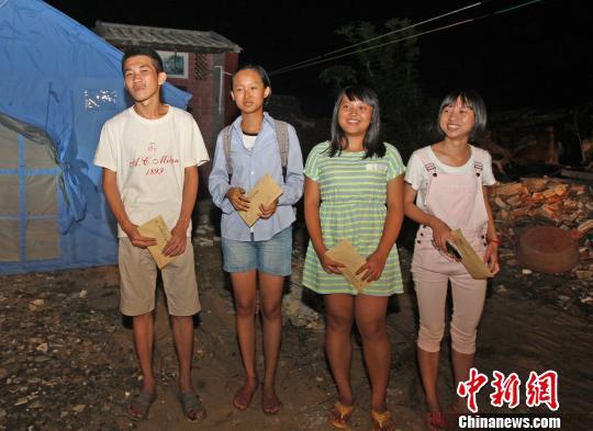 海南书记省长各捐1万元资助四名文昌受灾家庭大学生