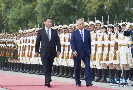 习近平同乌兹别克斯坦总统卡里莫夫举行会谈