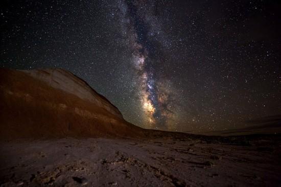美国摄影师耗时8月拍繁星密布壮美夜空