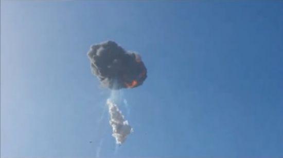 美公司测试新型火箭升空爆炸 路人拍下过程
