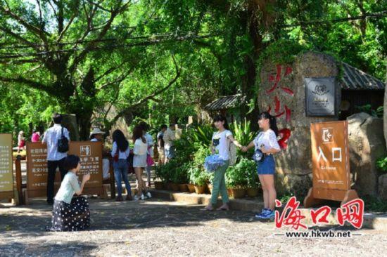 海口旅游景点迎来游园热 游客携家带口玩乐