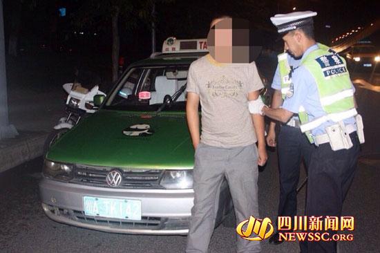 """""""克隆出租车""""驾驶员被交警查获-两克隆出租车伪造同一号牌 上街 撞"""