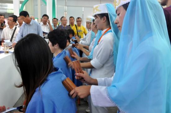 宁夏频道 今日宁夏      回族民间千年传承的古方药油,经窍仪,骨诊棒