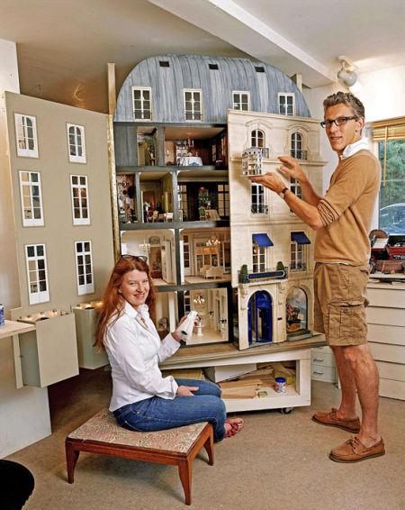 英艺术家百万元打造微型复古玩具房