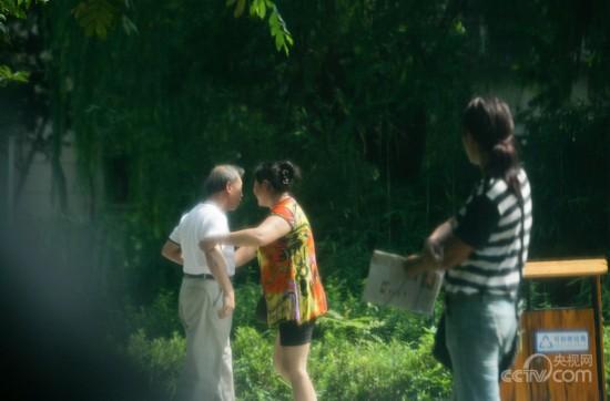 浙江宁波:公园里暗藏老年人色情服务