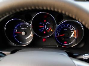 普力马2013款延续了普力马7座车型2670mm的超长轴距,最大载高清图片
