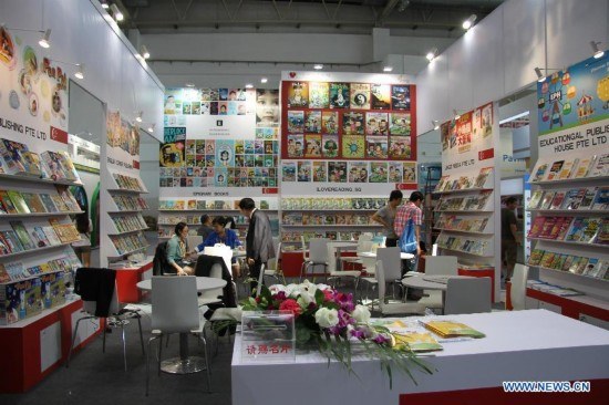People visit the 21th Beijing International Book Fair in China International Exhibition Center in Beijing, capital of China, Aug. 27, 2014. More than 2,162 exhibitors from 78 countries and regions participate in the book fair. The book fair, which consists of four exhibition halls, was opened on Wednesday. (Xinhua/Liu Xianguo)