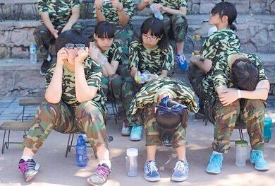 高中女生军训期跳楼自杀 青春期心理教育问题引人深思