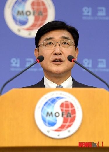 韩政府谴责安倍赞美二战战犯:试图摆脱战后体制