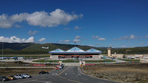 阿坝红原机场正式通航 50分钟成都直飞红原