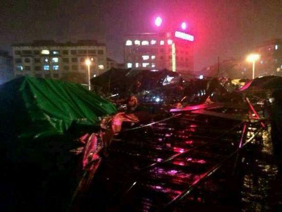 浙江一舞台垮塌 数十人被埋