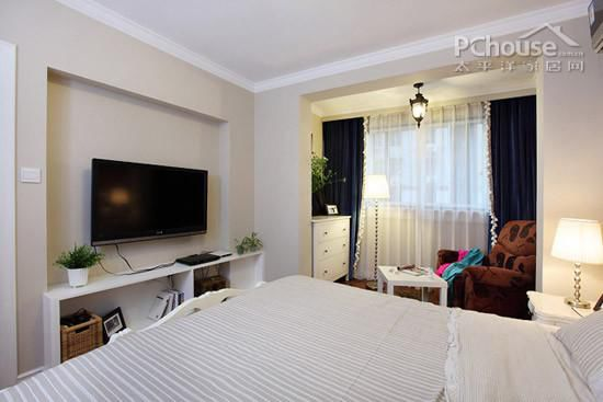 素色遮光布帘让卧室明亮不刺眼