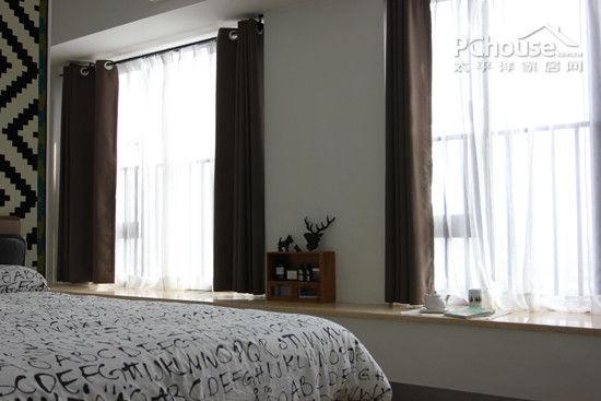 素色窗帘让卧室更清净