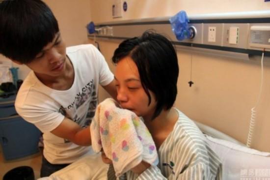 胸部/江门当地电视台报道了两人的故事后,对女友不离不弃的小罗受...