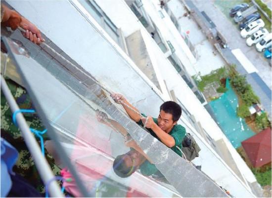 少年沉迷喜羊羊被扰 割断8楼工人安全绳
