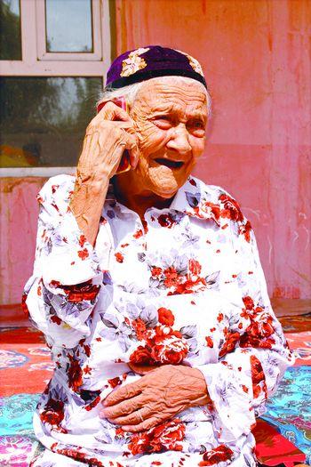中国最长寿老人128岁 顺其自然是养生诀窍