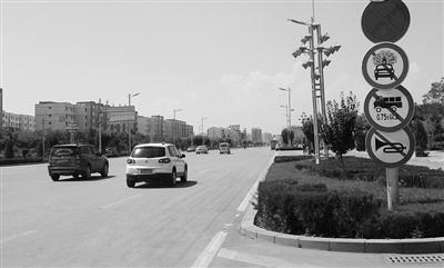 者走访多条市区街道,才在北京路友爱街路口找到一块禁止鸣笛的标图片