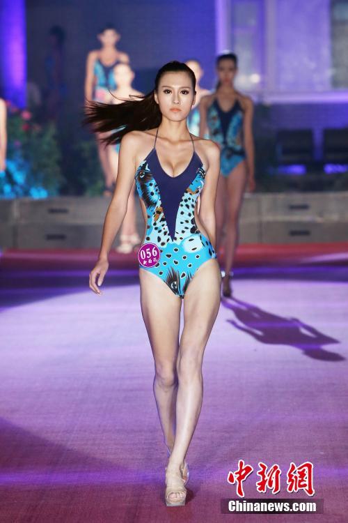 高挑美女泳装亮相影视模特大赛 青海频道